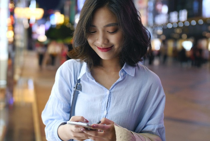 Image of a texting girl