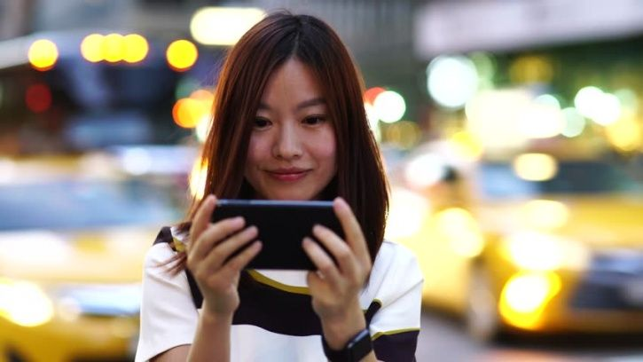 Use quick hookup apps like WeChat to have instant hookups with Chinese women