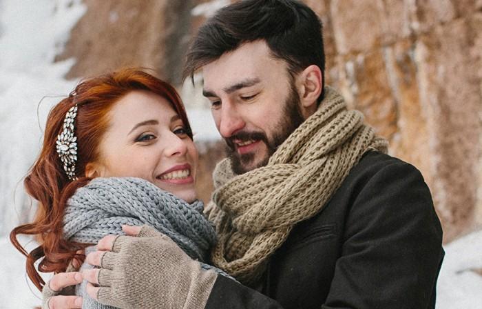 Image of Tinder couple
